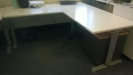 Desks Workstations Office Furniture Available For Pickup