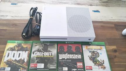 Xbox one S 500GB Console plus 4 Games