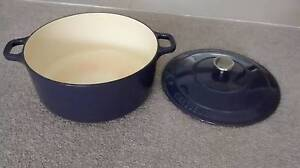 Chasseur 28cm round french oven, aubergine colour Wolli Creek Rockdale Area Preview
