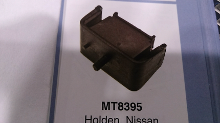 Mt8395 Holden commodore VL  front engine mount