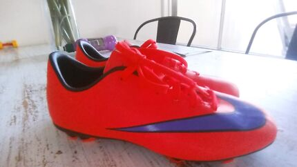 Boys orange and blue Nike shoes football boots size 1Y worn once Semaphore Port Adelaide Area Preview