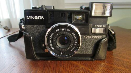 Minolta Hi-Matic AF2 35MM w/ Lens Cover & Leather Case