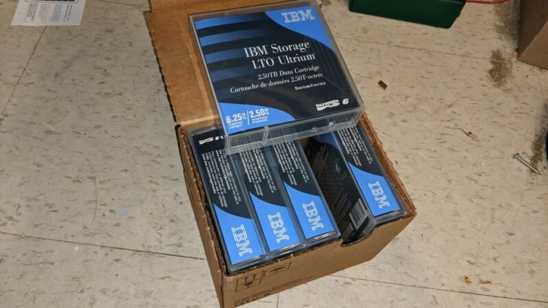IBM 00V7590 LTO Ultrium 6 2.5TB with Case Data Cartridge 5-Pack NEW
