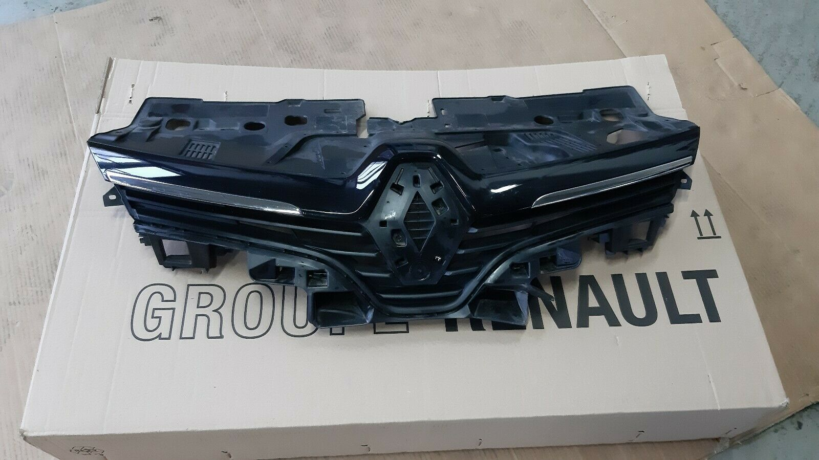Kühlergrill Renault Clio IV 622562397R+620787878R+628109906R beschädigt