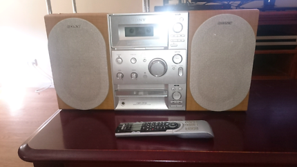 Sony HCD-CP101 stereo system. CD, tape , AM/FM radio and inputs