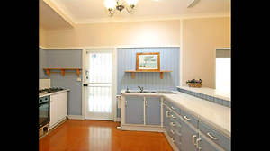 Large room in Camp Hill share house Woolloongabba Brisbane South West Preview