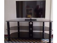 "32"" H5000 Series 5 Full HD LED TV - EXCELLENT Condition, including glass stand and TV wall bracket"