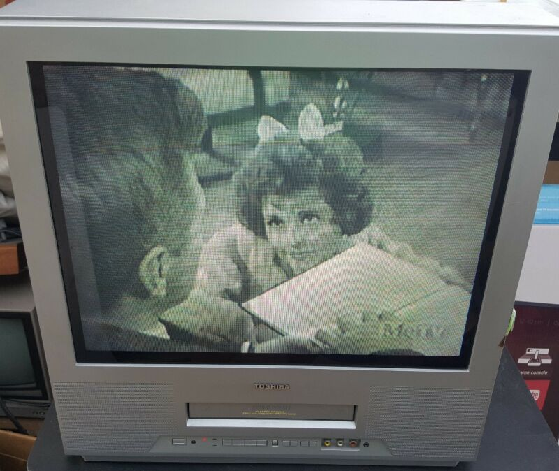 "Toshiba MV20FK3 20"" TV VCR Combo VHS Video Recording Gaming Television"