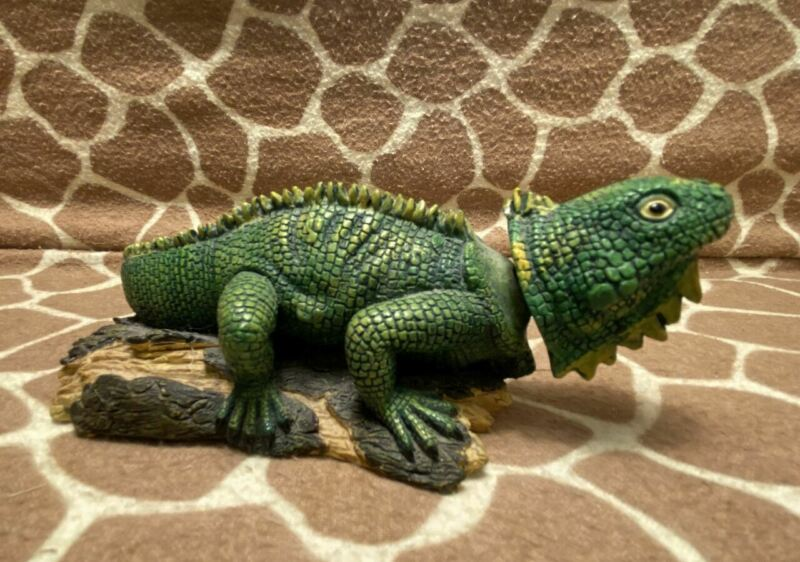 Bobble Head Bearded Dragon Lizard Resin Figure