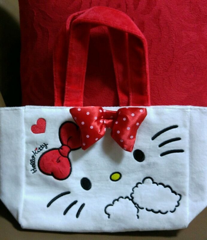 Hello Kitty Plush Carrying Bag / Lunch Tote with Strawberry Marshmallow. Sanrio