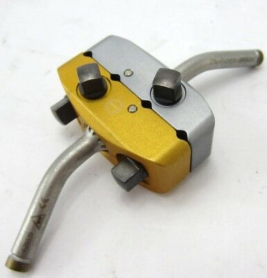 Stryker 4940-2-020 4-hole Pin Clamp With Two 4941-2-140 Pins