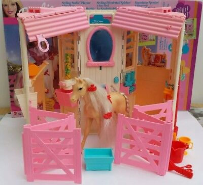 MATTEL BARBIE STYLING STABLE PLAYSET & BABY HORSE (54253 - 2001) for sale  Eastbourne