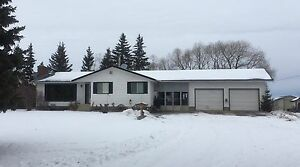 Acreage house for rent in Sturgeon County, 5 bedrooms