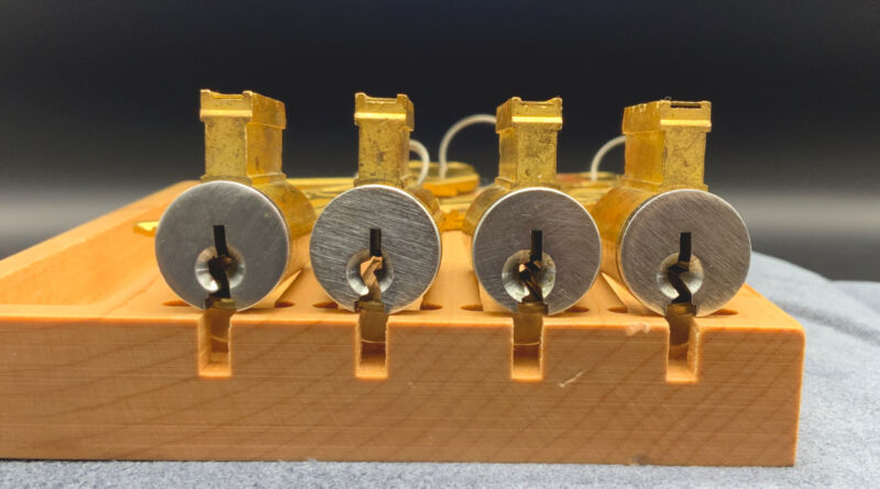 Arrow KiKCylinders with C keyway, 2 keys, 5 Pins Practice, Locksport