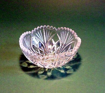 Kleine Glasschale mit Pflanzendekor gebraucht