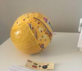 Lol suprise confetti gold ball. Beatnix