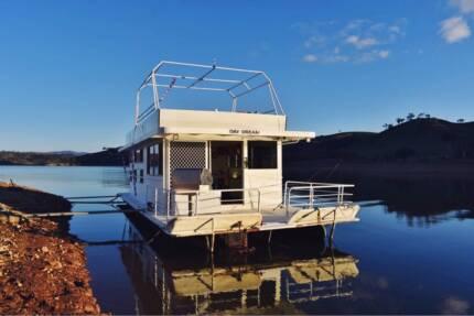 Houseboat 8 berth new motor
