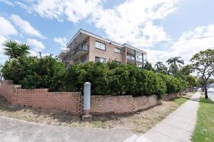 Large 1 bedroom unit on 1st floor Annerley Brisbane South West Preview