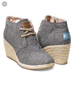 Toms Desert Wedge Shoes in Black Chambray - Size 9