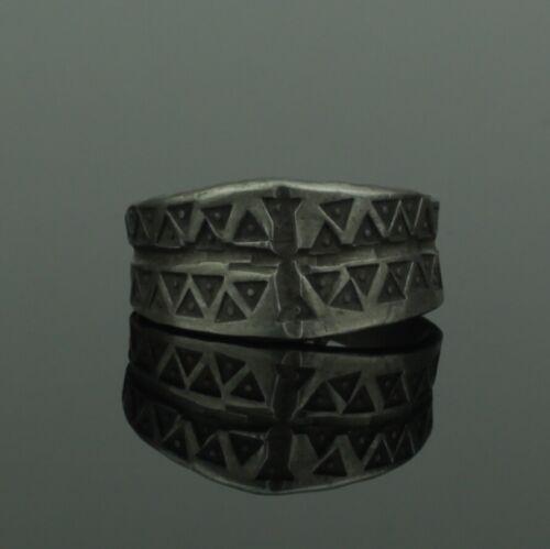 ANCIENT VIKING DECORATED SILVER RING - CIRCA 9th/10th CENTURY   (323)