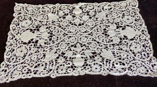 8 Vintage Antique Hand Made Cantu Lace Placemats VV904