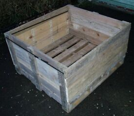 WOODEN PALLET CRATE IDEAL RAISED PLANTER, LOG STORE, HORSE FEEDER, BULK STORAGE PALLET - DIY USE