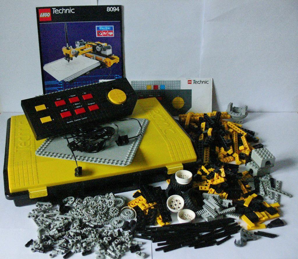lego technic control centre set 8094 electric 9v system 557 parts plus technic carry case. Black Bedroom Furniture Sets. Home Design Ideas