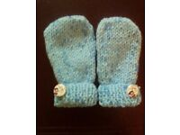 Hand knitted baby mittens 0-3 months