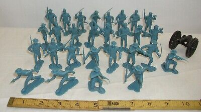MARX FORT APACHE OR BLUE & THE GRAY SOLDIERS 30 FIGURE LOT WITH CANNON PLAYSET