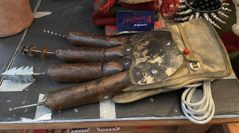 Freddy Krueger Freddys Nightmare Dental Glove