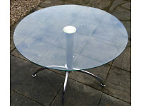 glass round top dining table 100cm diameter. in good condition.