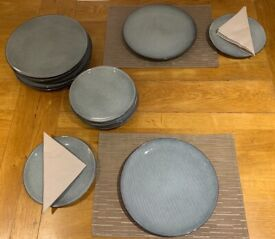 Dinnerware - 8 dinner plates, 8 side plates