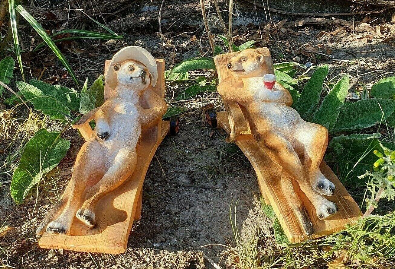 Set Erdmännchen auf Liege Paar Figur Deko Skulptur Garten Geschenk Gartenfigur