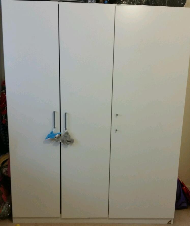 ikea dombas 3 door wardrobe in southampton hampshire. Black Bedroom Furniture Sets. Home Design Ideas