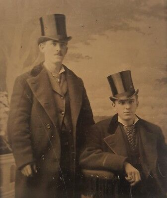 ANTIQUE VINTAGE AMERICAN DUDES YOUNG MEN TOP HAT FASHION BOOKENDS TINTYPE PHOTO