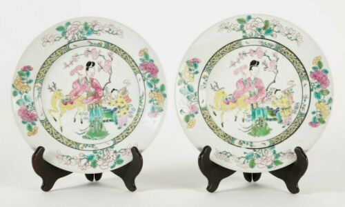 Pair Chinese Porcelain Figural Decor Plates Qianlong or Jiaqing ca. 18-19th c.