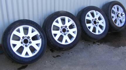 """BMW 16 """" x 7 """"  Factory Alloy Mags 5 x120 Commodore"""