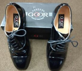 Men's size 9 Patent shoes almost new