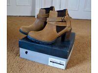 Chatham Amy Waxy Suede Ankle Boots Size 7 (Recommend for a size 6)