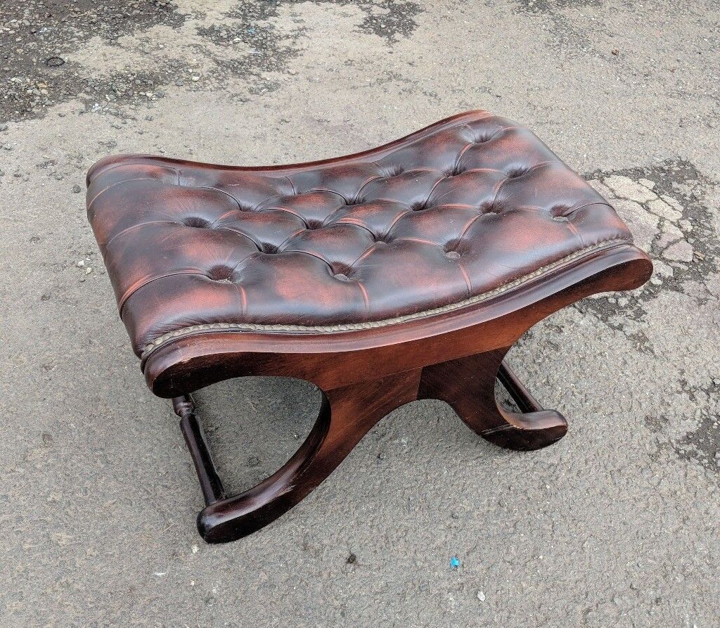 Chesterfield saddle seat