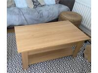 Lifting wood effect coffee table