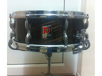 Royal Ace Snare Drum (Mahogony) incl. stand.