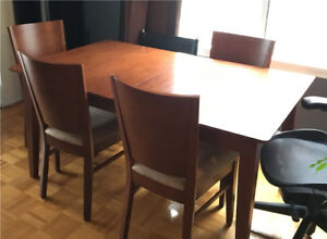 Structube Dining Table and 4 Chairs