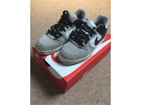 Boys Nike trainers size 6