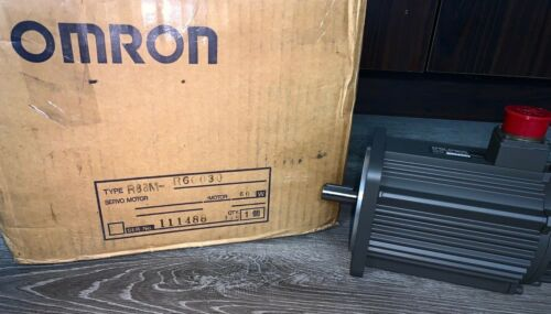 Brand New In Box!!! Omron AC Servo Motor (#R88M-R60030)