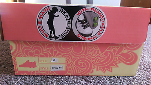 Skate Mate, skate shoes with removable wheels Kardinya Melville Area Preview