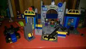 Lego defend the batcave Cardiff Lake Macquarie Area Preview