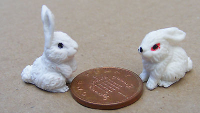 1:12 Scale 2 White Polymer Clay Rabbits Dolls House Miniature Garden Accessory