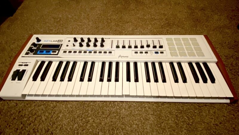 Arturia Synthesizer Key lab 49. MIDI Controller. Excellent Condition!
