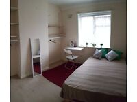 Good size double room, close to Morden tube, £470